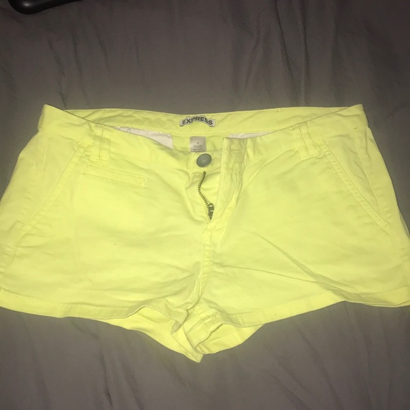 Express Pants - Express yellow shorts